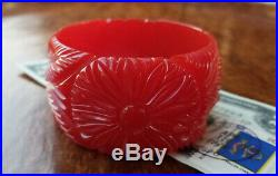 Art Deco Carved BAKELITE Bangle-Daisies/Flowers/Leaves-CHERRY RED-1 1/2 Wide
